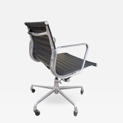 Charles Ray Eames Midcentury Eames Aluminium Group Management Chairs for Herman Miller