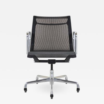 Charles and Ray Eames Aluminum Group Management Chair by Charles Ray Eames for Herman Miller