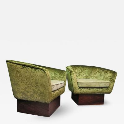 Couple of Italian Armchairs Art Deco in Green Velvet Italy 1940s