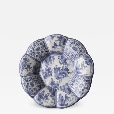 EARLY 18TH CENTURY FAIENCE CIRCULAR LOBED FRUIT DISH