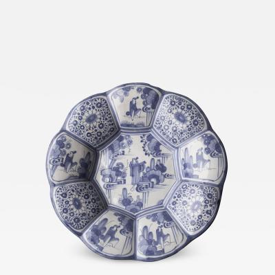 EARLY 18TH CENTURY FAIENCE CIRCULAR LOBED FRUIT DISH
