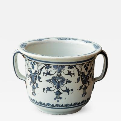 EARLY 19TH CENTURY LARGE TWO HANDLED CACHE POT IN CAMA EU BLEU