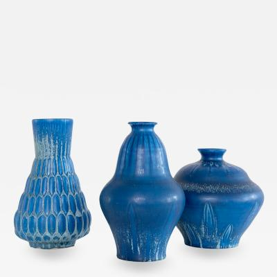 EVA JANCKE BJ RK THREE EVA JANCKE BJ RK VASES WITH BLUE GLAZE BO FAJANS