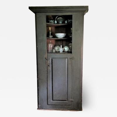 EXCEPTIONAL CIRCA 1710 PORTSMOUTH NH CUPBOARD
