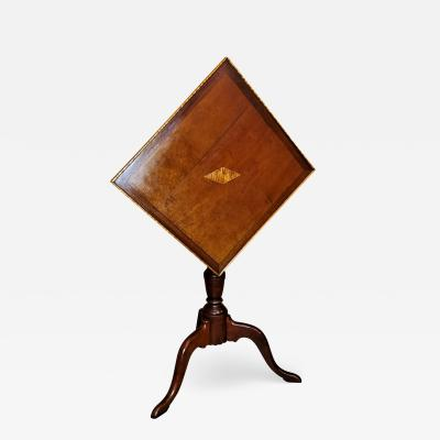 Early 19th Century American Sheraton Tilt Top Table of Neat Proportions