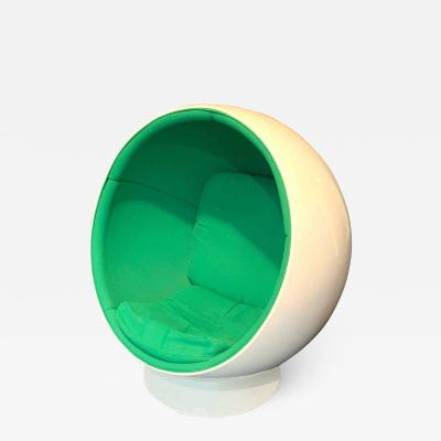 Eero Aarnio Space Age Ball Chair by Adelta Eero Aarino Green and White Finland