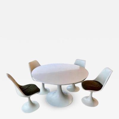 Eero Saarinen Eero Saarinen table with chairs