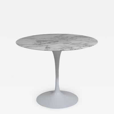 Eero Saarinen Knoll Saarinen 35 Round Arabescato Marble Dining Table