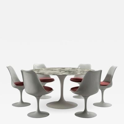Eero Saarinen Round table and six chairs Eero Saarinen for Knoll circa 1960