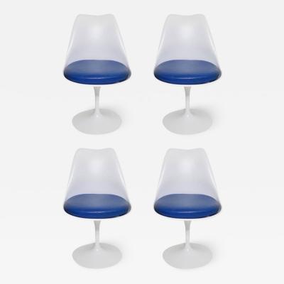 Eero Saarinen Set of Four Early Eero Saarinen Tulip Chairs by Knoll