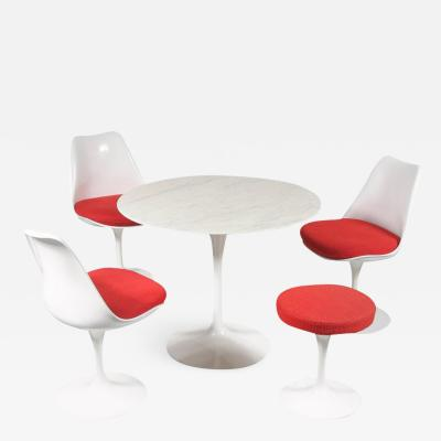 Eero Saarinen Tulip Dining set by Eero Saarinen for Knoll International USA 1980