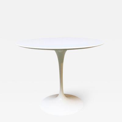 Eero Saarinen Tulip dining table by Eero Saarinen for knoll 1973