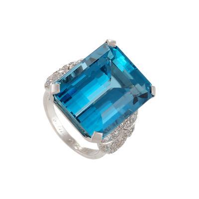 English Mid 20th Century Aquamarine Diamond and Platinum Ring