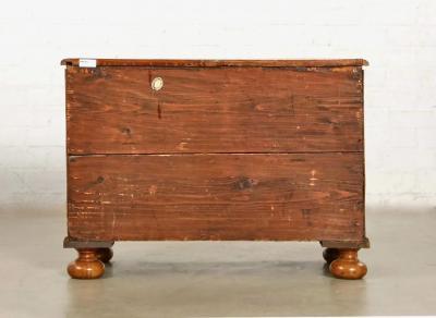 Fine Baroque Walnut Serpentine Chest of drawers