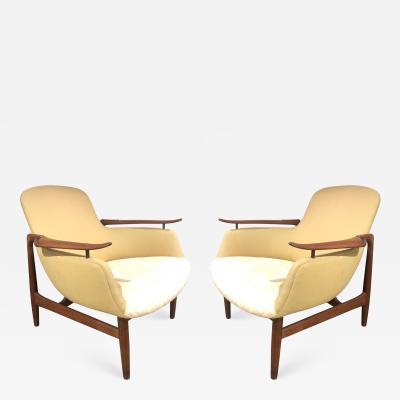 Finn Juhl Pair Finn Juhl NV53 Louge Chairs