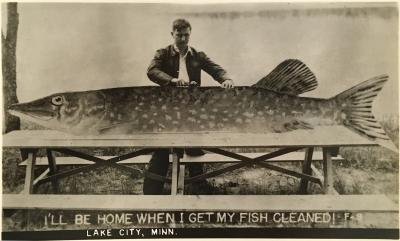 Fish Story c 1950 Carte Postale Photograph