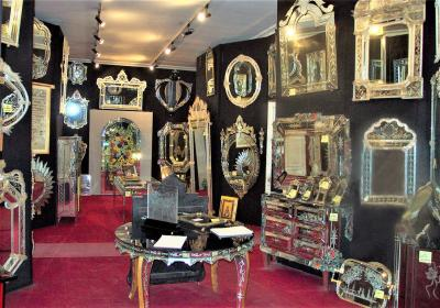 Fratelli Barbini Venetian Mirrored Bed Handmade by Fratelli Barbini