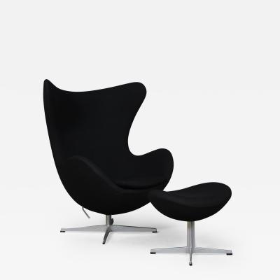 Fritz Hansen Arne Jacobsen Armchair The Egg model 3316 with footstool Brown Label 2