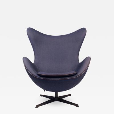 Fritz Hansen Fritz Hansens Choice Limited Edition Arne Jacobsen Egg Chair with Bronze Base