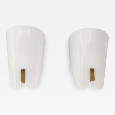 Gino Sarfatti Pair of Wall Lamp by Gino Sarfatti in brass and opaline methacrylate 1950s