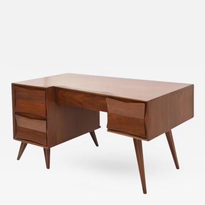 Gio Ponti Italian Modern Walnut Desk in the Style of Ponti