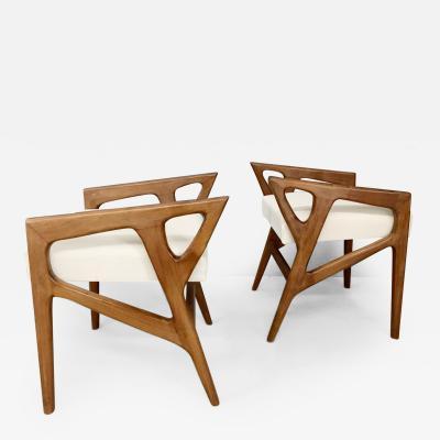 Gio Ponti Pair of stools by Gio Ponti in walnut and white fabric 1950