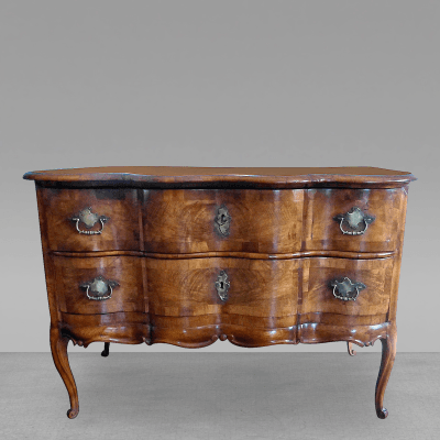 Good 18th Century Walnut Serpentine Commode