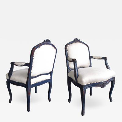 Graceful pair of French rococo blue gray painted armchairs with rocaille carving