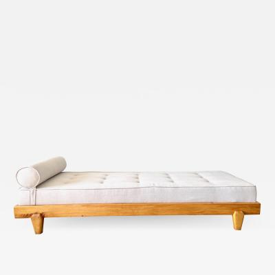 Guillerme et Chambron GUILLERME ET CHAMBRON ATTRIBUTED DAYBED