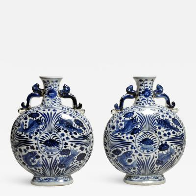 Hand Painted Chinese Blue and White Porcelain Pilgrims Flask