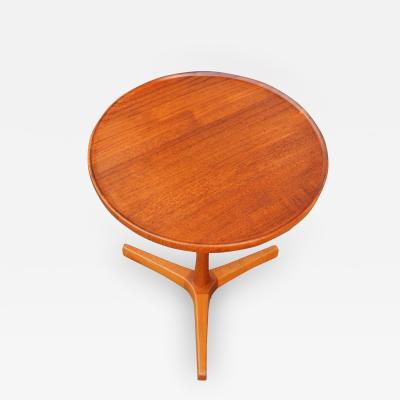 Hans Andersen Lovely Solid Teak Round Table w Lip Carved Base by Hans Andersen