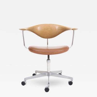 Hans J Wegner JH 502 The Swivel Chair