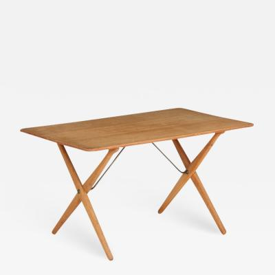 Hans Wegner AT 308 coffee table with teak top and oak cross leg frame by Hans Wegner