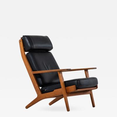 Hans Wegner Easy Chair Model GE 290 Produced by Getama in Denmark