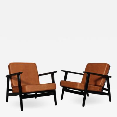 Hans Wegner Hans J Wegner Pair of Getama armchairs model 233 Aniline leather 2