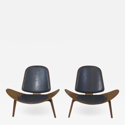 Hans Wegner Hans J Wegner Walnut CH 07 Shell Chairs in Black Leather