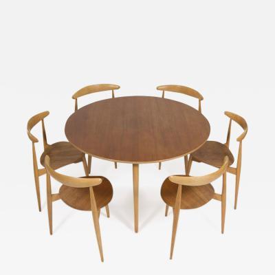 Hans Wegner Hans Wegner Hjertestolen Six Seat Dining Set for Fritz Hansen Original Patina