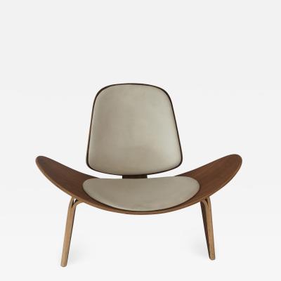 Hans Wegner Shell Chair by Hans Wegner