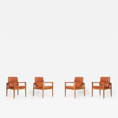 Jens Risom Set of Four Labeled Jens Risom Armchairs in Walnut in Cognac Leather USA 1960s