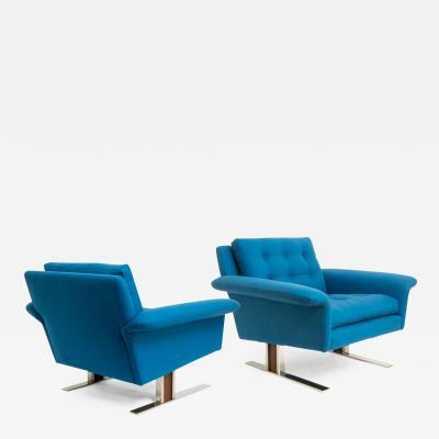 Johannes Andersen Pair of Scandinavian Modern Chairs by Johannes Andersen