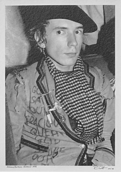 Johnny Rotten 1976 London by Bob Greun