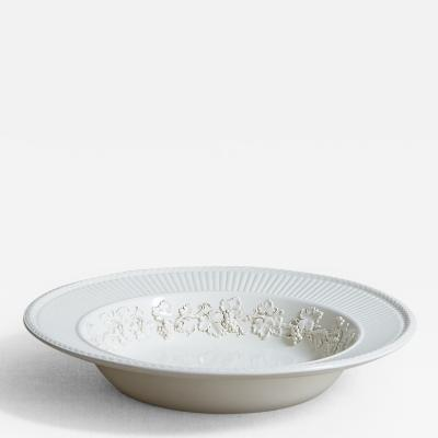 LARGE WEDGWOOD CREAMWARE BOWL WITH GRAPEVINE PATTERN