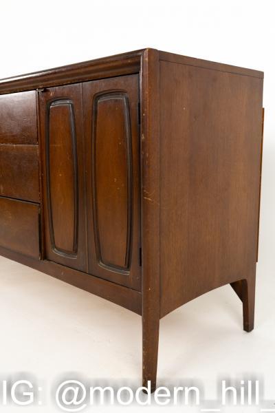Lane Harlequin Style Mid Century Low Walnut Credenza