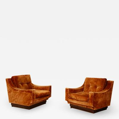 Luciano Frigerio Pair of MidCentury Armchairs by Frigerio in orange original velvet 1970s