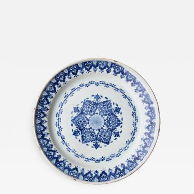 MID 18TH CENTURY CIRCULAR FAIENCE CHARGER