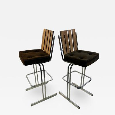 MODERNIST PAIR OF SLATTED CHROME SWIVEL BAR STOOLS