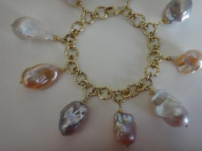 Michael Kneebone Michael Kneebone Baroque Colored Pearl 18 Karat Gold Charm Bracelet