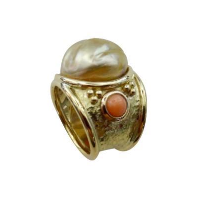 Michael Kneebone Michael Kneebone Golden Kasumi Pearl Pink Coral 18 Karat Gold Bombe Ring