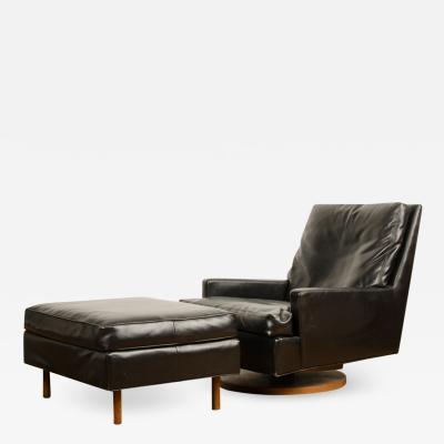 Milo Baughman A Mid Century black leather reclining lounge chair designed by Milo Baughman