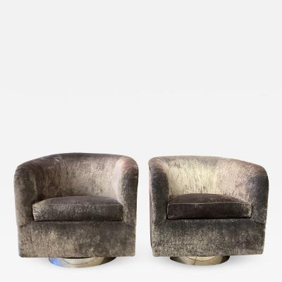 Milo Baughman Pair of Milo Baughman Swivel Lounge Chairs